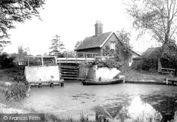 Coltishall, At The Locks c.1930