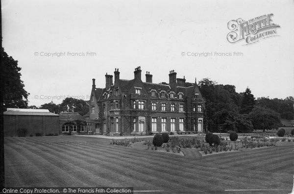 Photo of Coltishall, Horstead Hall And Lawn c.1930