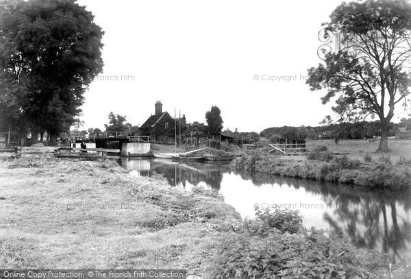 Photo of Coltishall, The Lock 1902