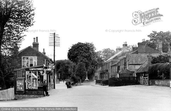 Photo of Coltishall, The Village c.1935