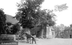 Compton, The Smithy And Harrow Inn 1912