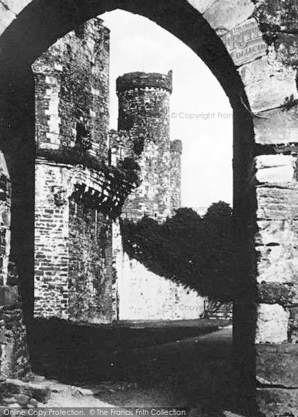 Photo of Conwy, Castle, Archway And Courtyard c.1936