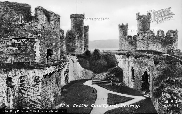 Photo of Conwy, Castle, The Courtyard c.1930