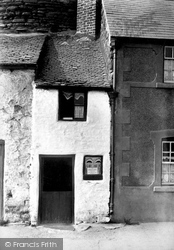 Conwy, Smallest House In Great Britain 1906