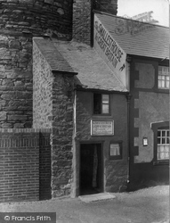 Conwy, The Smallest House In Great Britain 1933