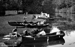 Cookham, Boating 1925