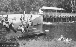 Cookham, Odney Pool, People 1925