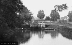 Cookham, The Lock 1890