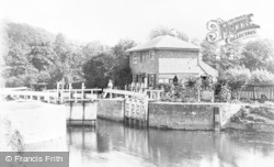 Cookham, The Lock c.1885