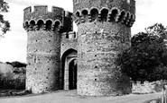 Cooling, Castle, the Gateway c1960
