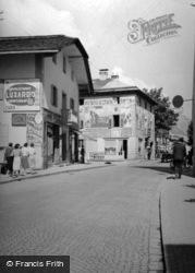 1938, Cortina