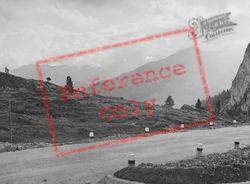 Mountain Road 1938, Cortina