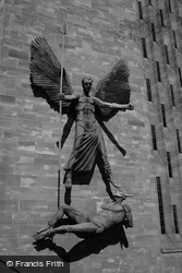 Statue On The Cathedral 2004, Coventry