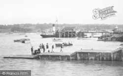 Cowes, Pier And Landing Stage 1933