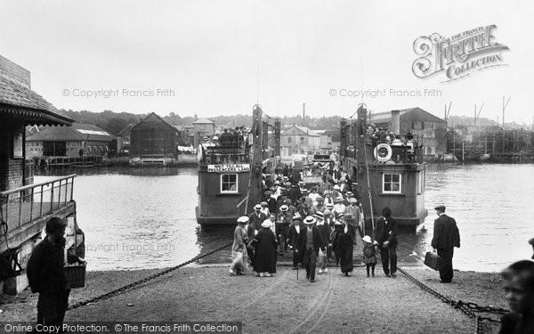 Cowes, The Floating Bridge 1913