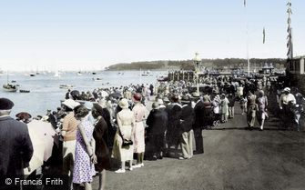 Cowes, Watching the Racing 1933