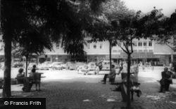 Crawley, The Fountain, Queens Square c.1965