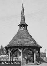 Crediton, War Memorial c1955