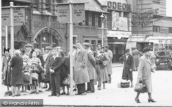 Crewe, Bus Queues In The Square 1951