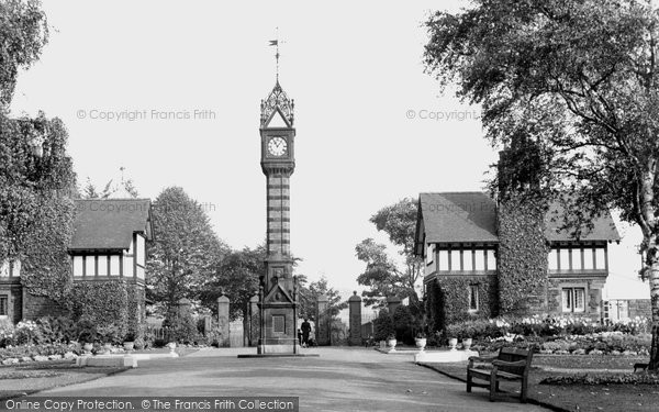 Crewe, Queen's Park, the Main Entrance c1950