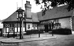 Crewe, Ye Olde Chetwode Arms c.1955
