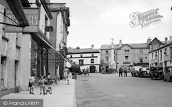 Crickhowell, Market Square And War Memorial 1951