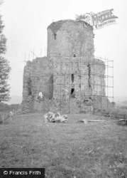Crickhowell, Tretower Castle 1953