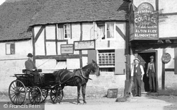 Crondall, Horse And Carriage, The Feathers 1906