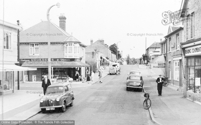 Photo of Crowthorne, High Street c.1960