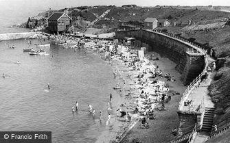 Cullercoats, the Beach c1955