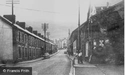 Cwmaman, Fforchaman Road c.1960