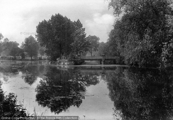 Photo of Darlington, South Park Lake and Bridge 1911, ref. 63552