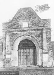 Davington, Davington Court Gateway, Old Gate Road c.1900