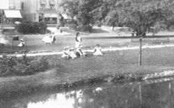 Girls On The Lawns 1903, Dawlish