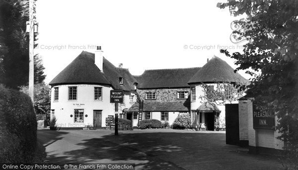 Dawlish Warren, Mount Pleasant Inn c1955