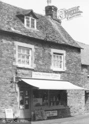 Deddington, Chapel Square Stores c.1965