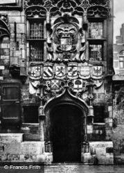 Gemeenlandshuis, Entrance c.1920, Delft