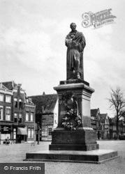 Market Square, Statue Of Huto Gotius c.1920, Delft