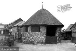 Denbigh, Old Cockpit, Hawk And Buckle Inn c.1955