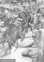 Devils Bridge, Devil's Punch Bowl c.1935