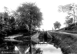 Devizes, Canal And Lock 1898