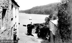 The Dart From The Village 1925, Dittisham