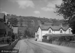 Dolywern, The Queen Hotel And Village 1939