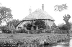 Dorchester, A Cottage 1894
