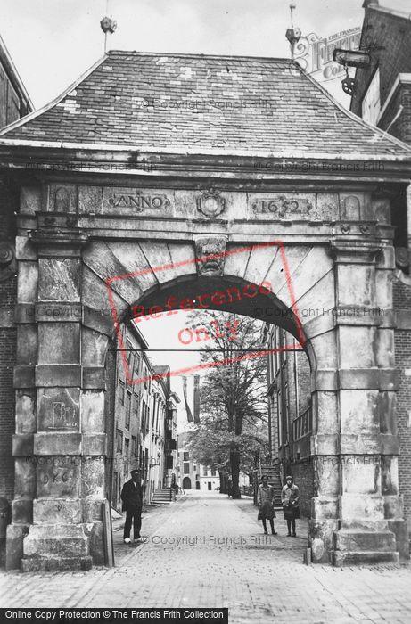 Photo of Dordrecht, Catharijne Poort c.1930