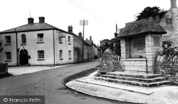 Drayton, Village Inn And Memorial c.1955