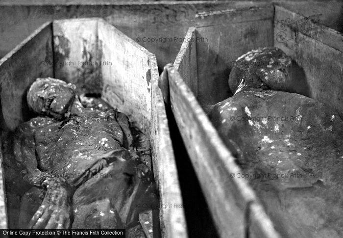 Photo of Dublin, 'mummies' In The Vaults, St Michan's Church 1890