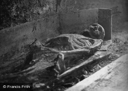 'mummy' In The Vaults, St Michan's Church 1890, Dublin
