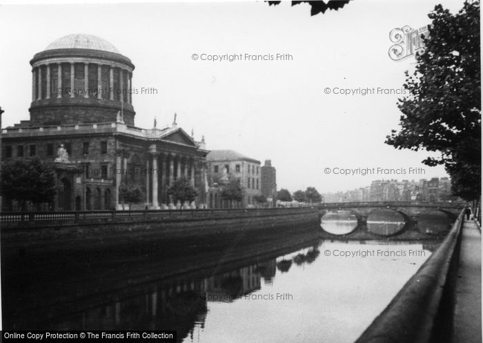 Photo of Dublin, The Four Courts 1957