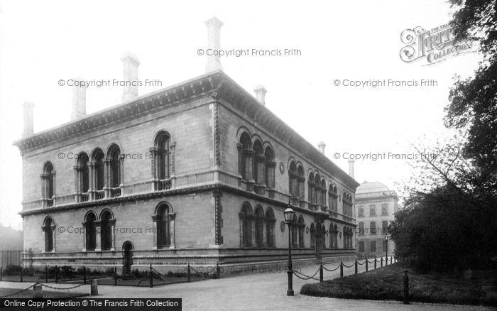 Photo of Dublin, Trinity College, School Of Engineering 1897